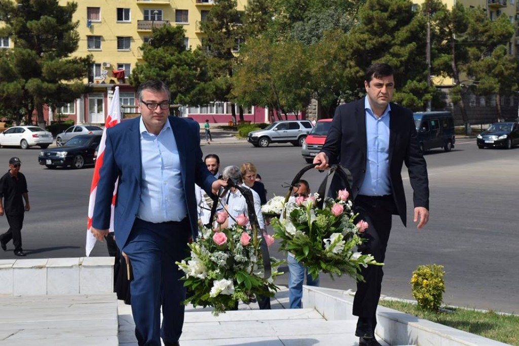 The governor paid tribute to the heroes of August war