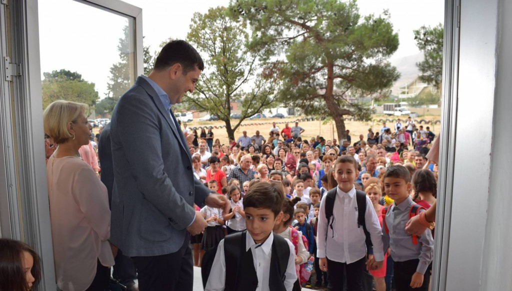 Governor congratulates pupils on the start of the academic year