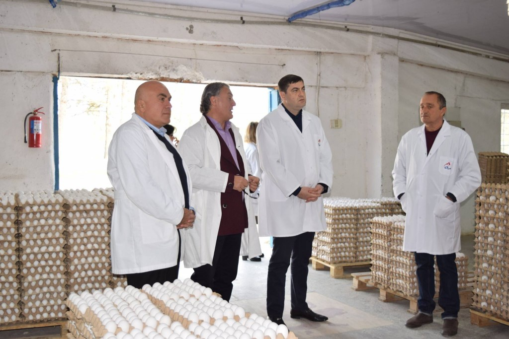 The governor visited the factory