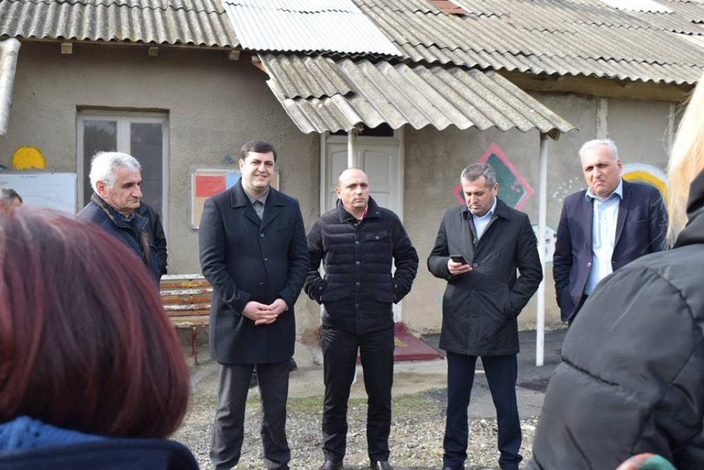 Grigol Nemsadze met with local residents in the village Gamarjveba