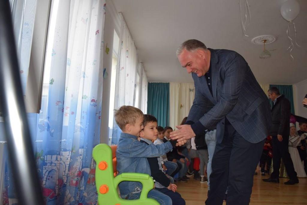 გუბერნატორმა გარდაბანში ახლად რეაბილიტირებული საბავშვო ბაღები დაათვალიერა