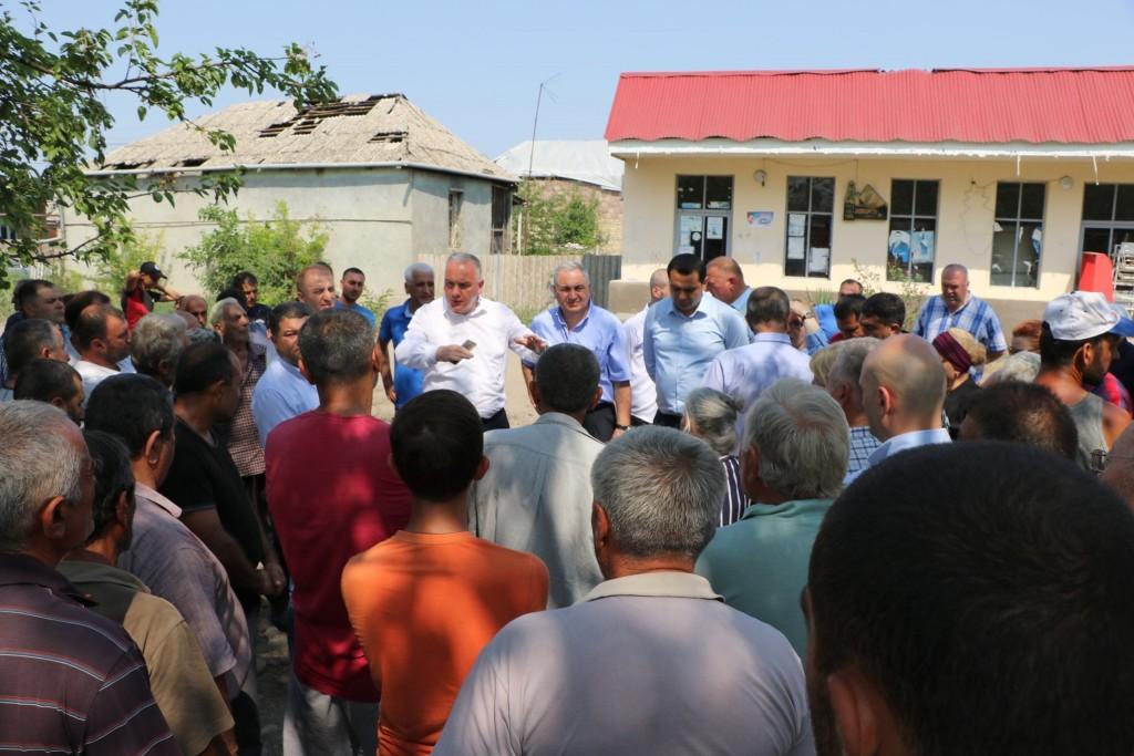 შოთა რეხვიაშვილი ცენტრალური ხელისუფლების წარმომადგენლებთან ერთად მარნეულის მუნიციპალიტეტის მცხოვრებლებს შეხვდა