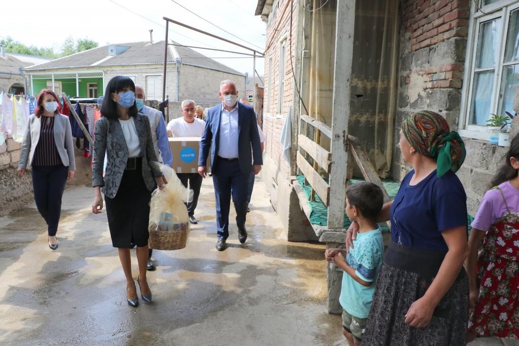 სოფელ ყარაჯალარში მოწყვლადი კატეგორიის ოჯახებს დაეხმარნენ