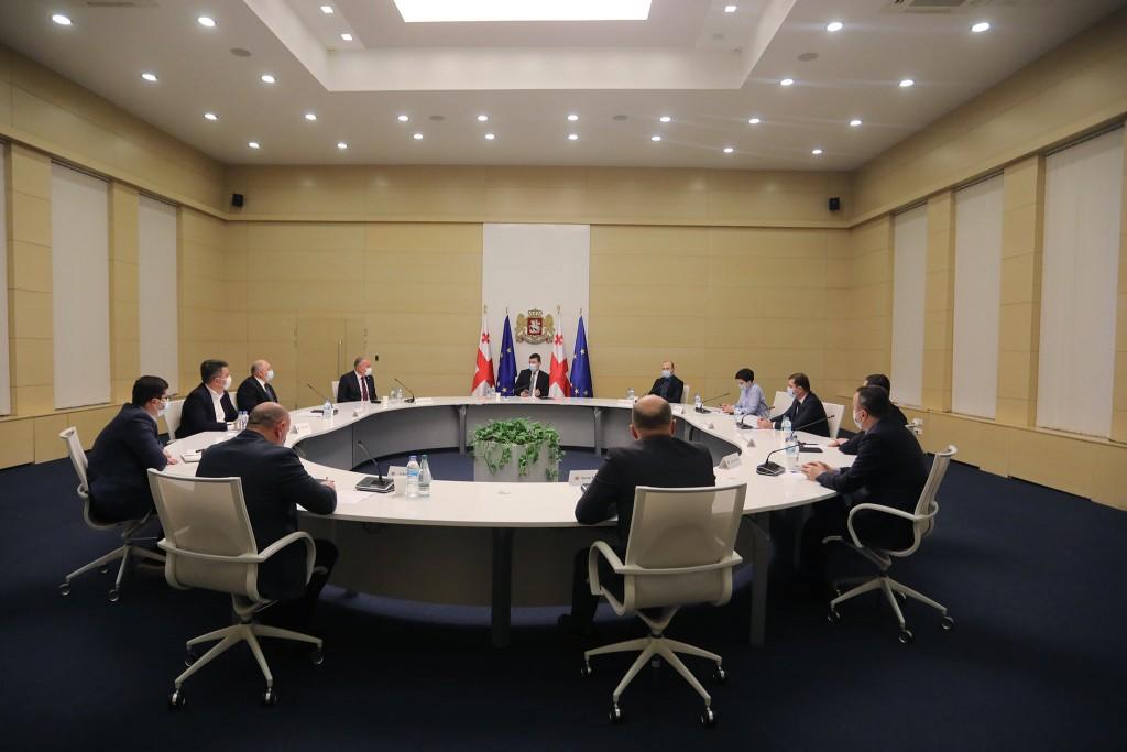 პრემიერ-მინისტრი სახელმწიფო რწმუნებულებს შეხვდა
