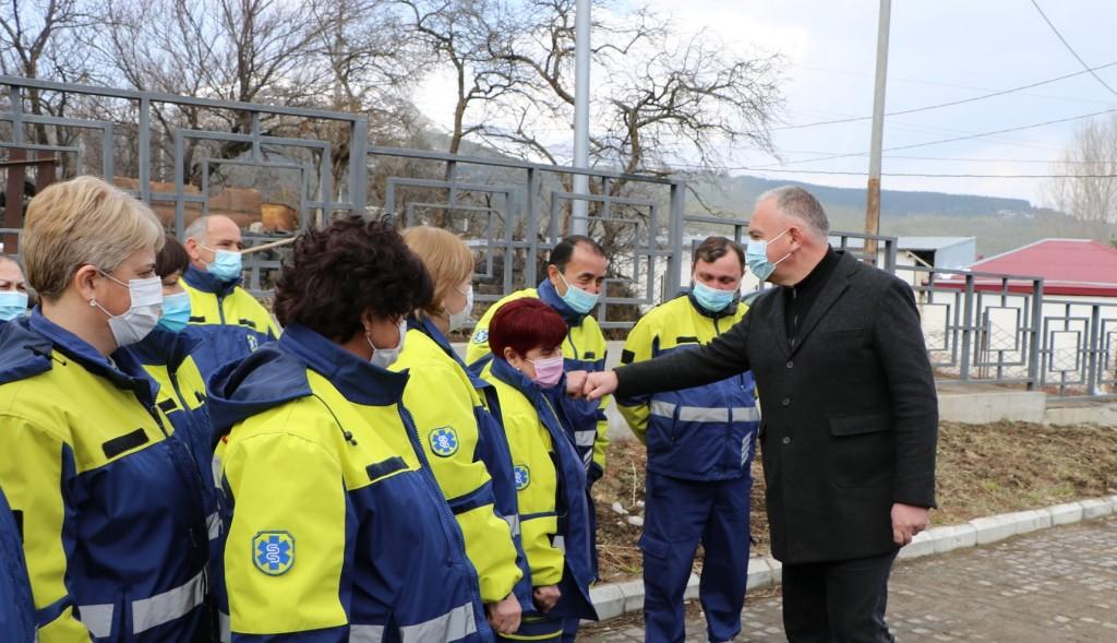 დმანისის გადაუდებელი დახმარების ცენტრის მედპერსონალი მუშაობას ახალ სამუშაო გარემოში აგძელებს