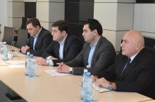 The governor met with representatives of